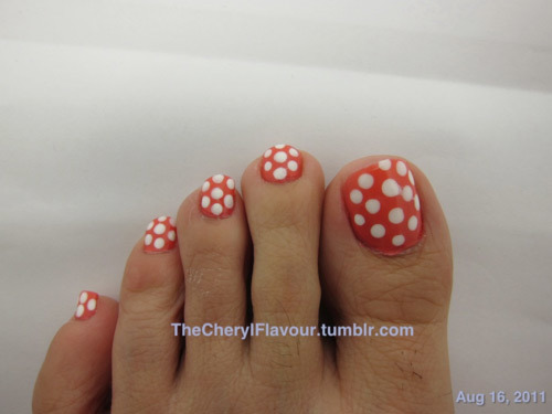 Polka-dot-toe-nail-art