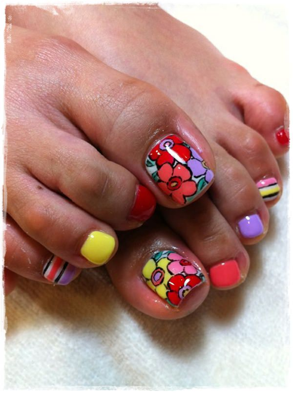 cute-flowery-nail art toe