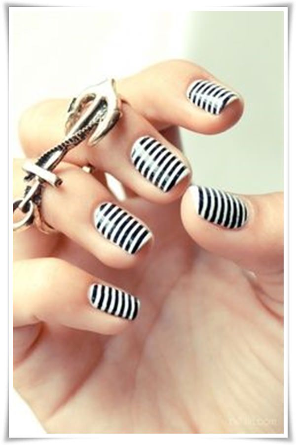Black And White Nail 26