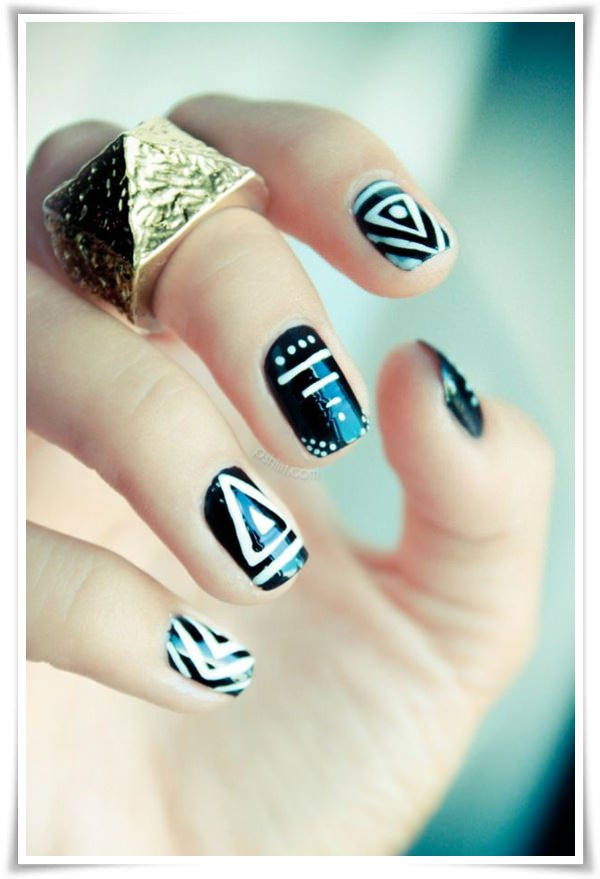 Black And White Nail 32