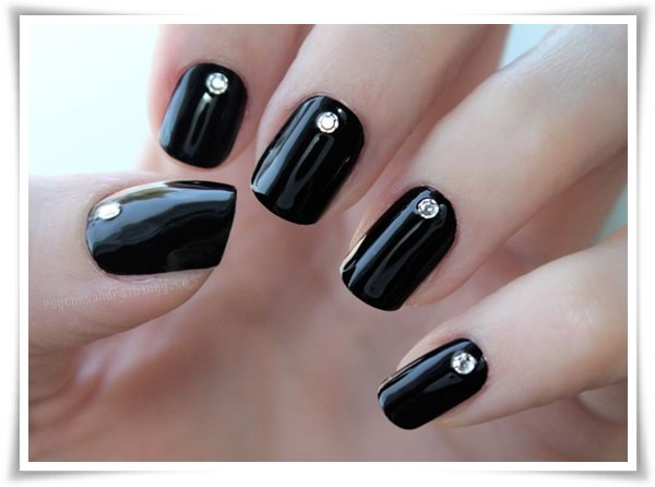 Black And White Nail 36