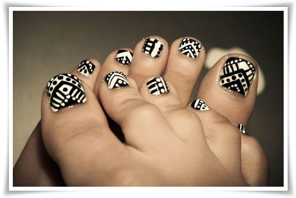 Black And White Nail 42