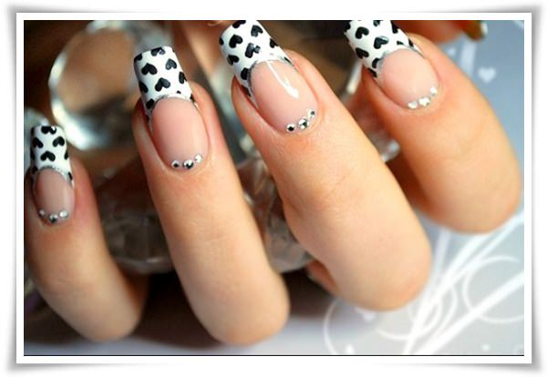 black-and-white-heart-nail-art-