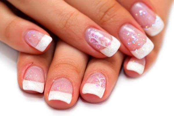 A Delicate Design And Touch Of Glitter Can Do Wonders For Your Nails Heres Some Solid Proof
