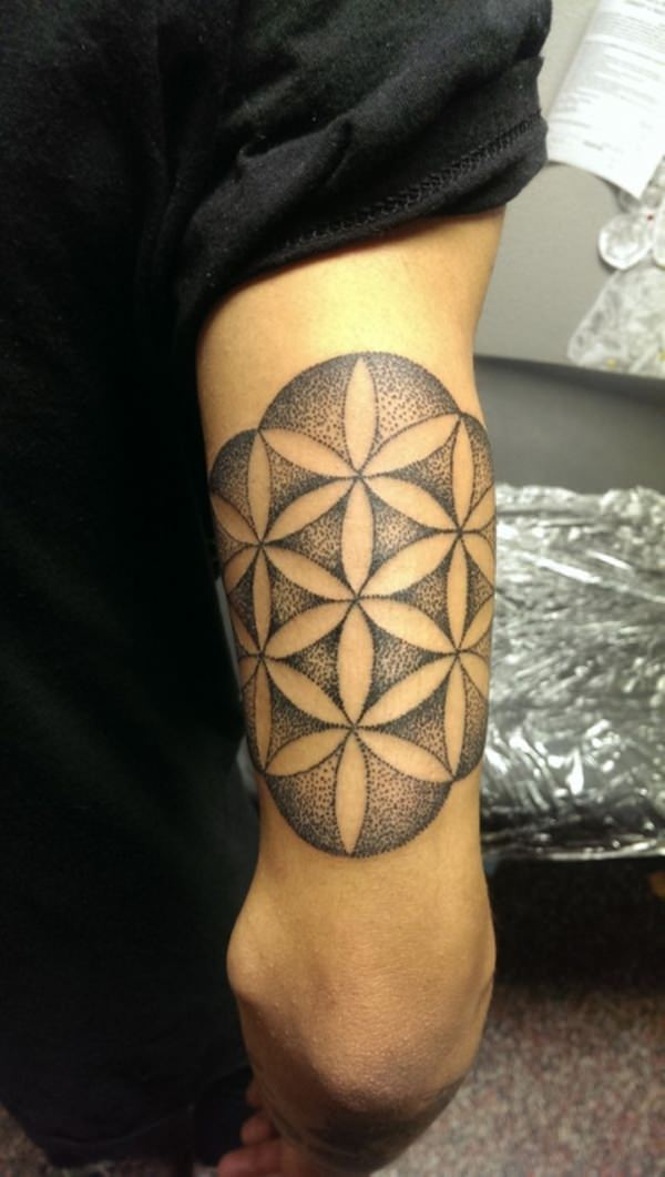 37080316-sacred-geometry-tattoo