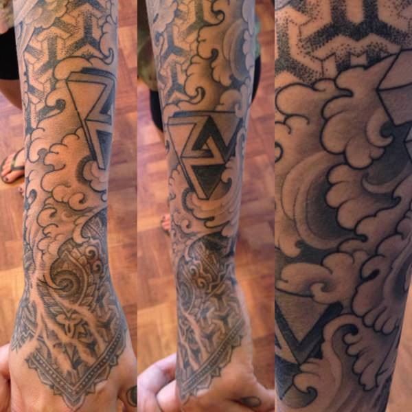 47080316-sacred-geometry-tattoo