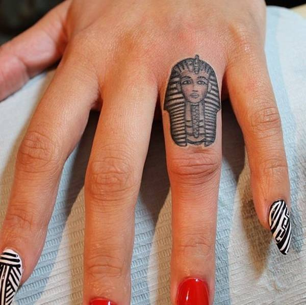 64070316-egyptian-tattoos